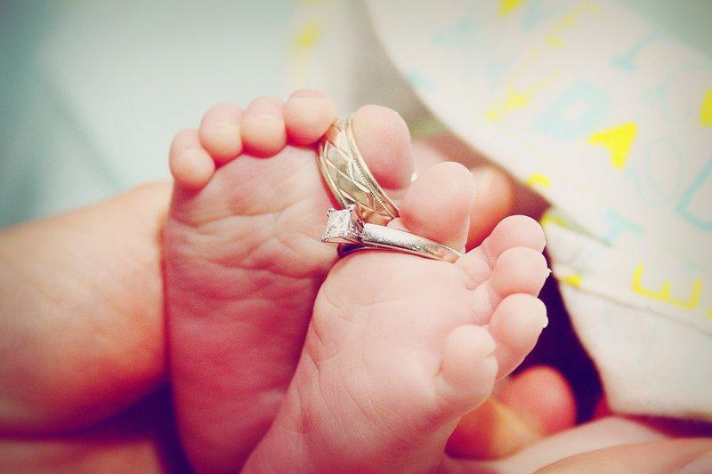 nožičky malého bábätka