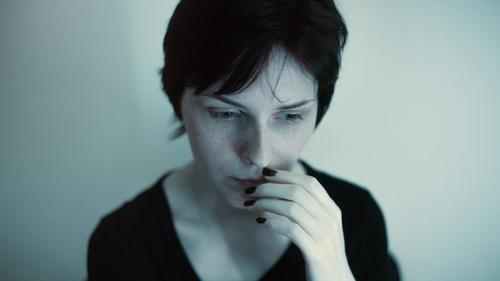 žena s psychickým blokom